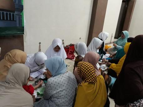 fakultas-kesehatan-universitas-nurul-jadid-mengabdi-di-masjid-at-taubah-kraksaan-probolinggo